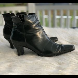 Anne Klein 🔸black leather boots size 7M